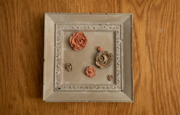 Platte mit Ornament-Verzierung Quadrat